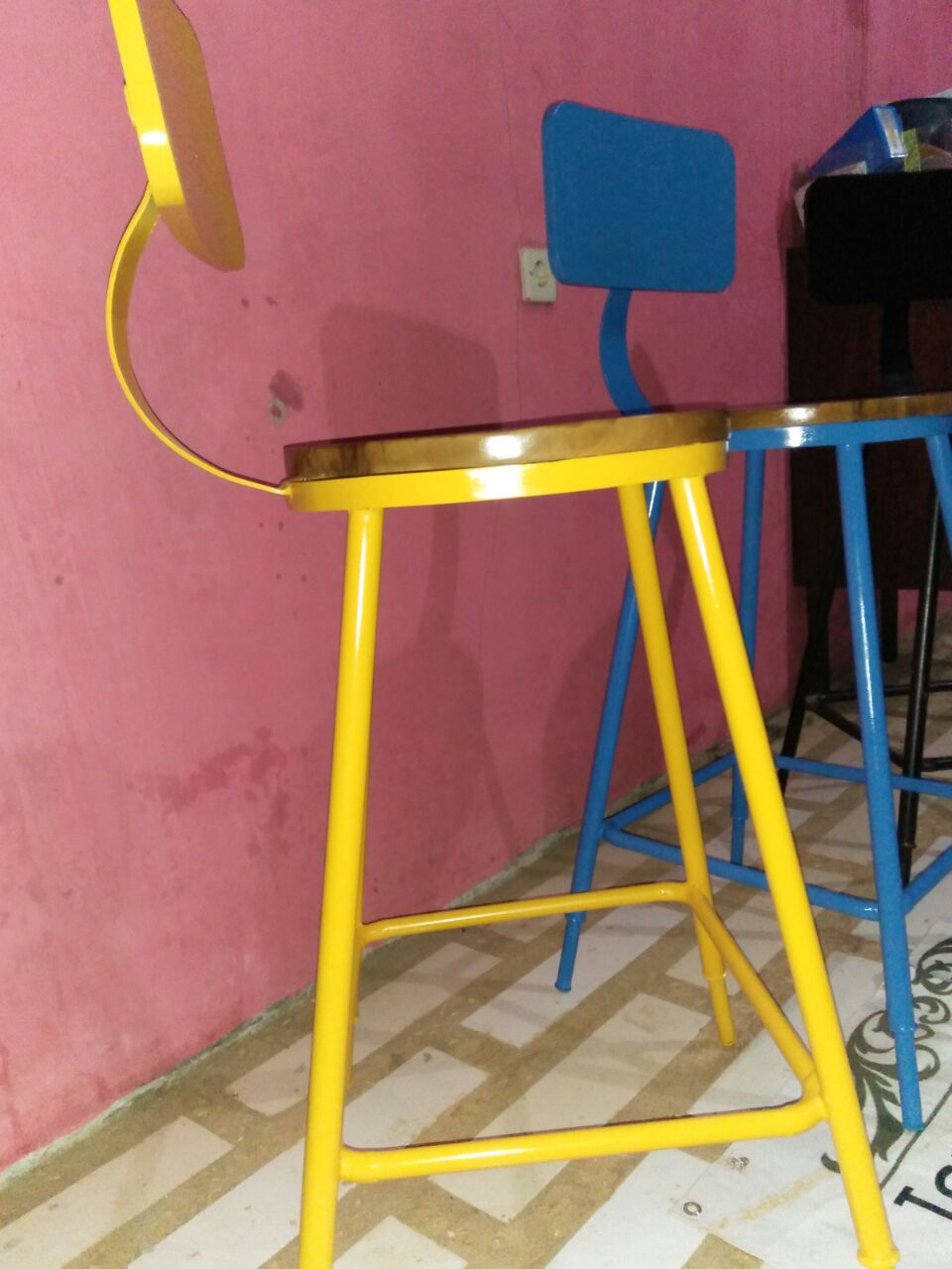 Kursi-Bar-Cafe-Besi-Warna-Warni-Desain-Full-Collor Kursi Bar Cafe Besi Warna - Warni Desain Full Collor